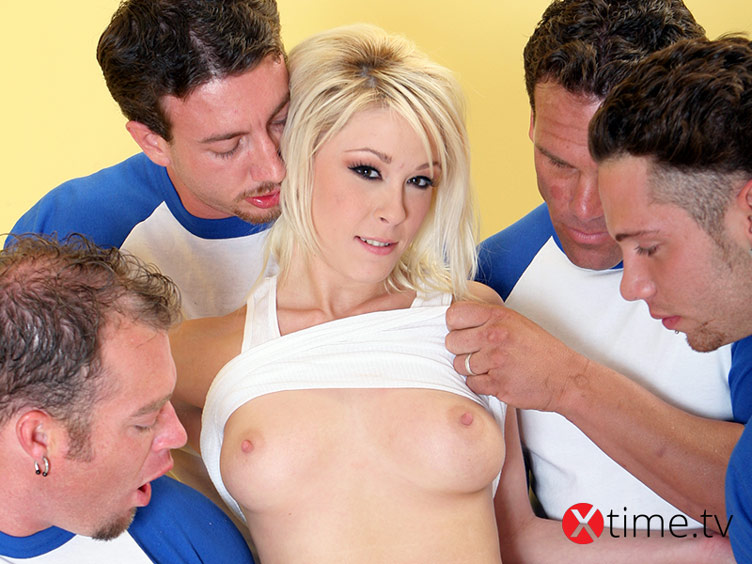 Blonde Gang-Bang