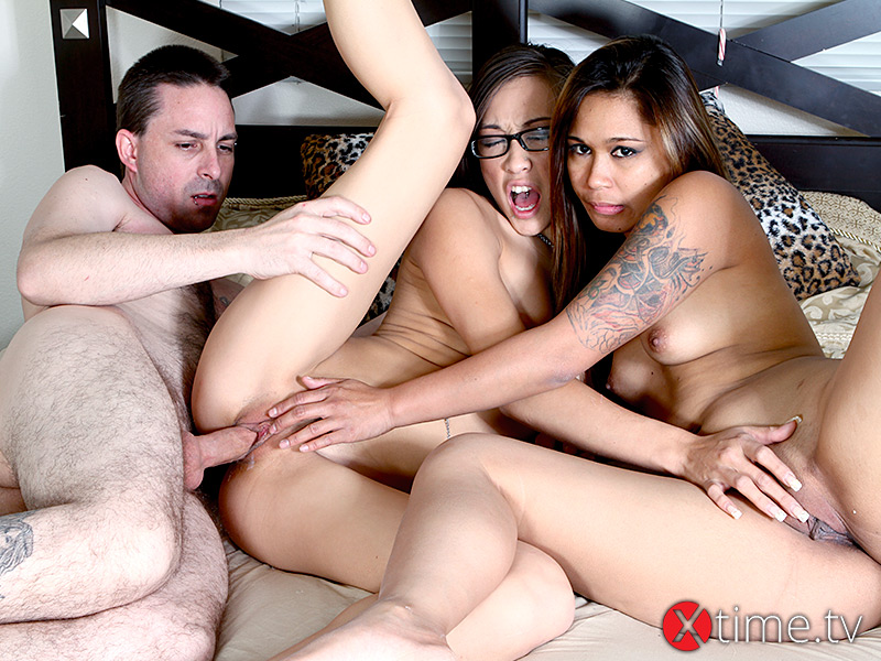 Una Calda Threesome con Ariel Rose